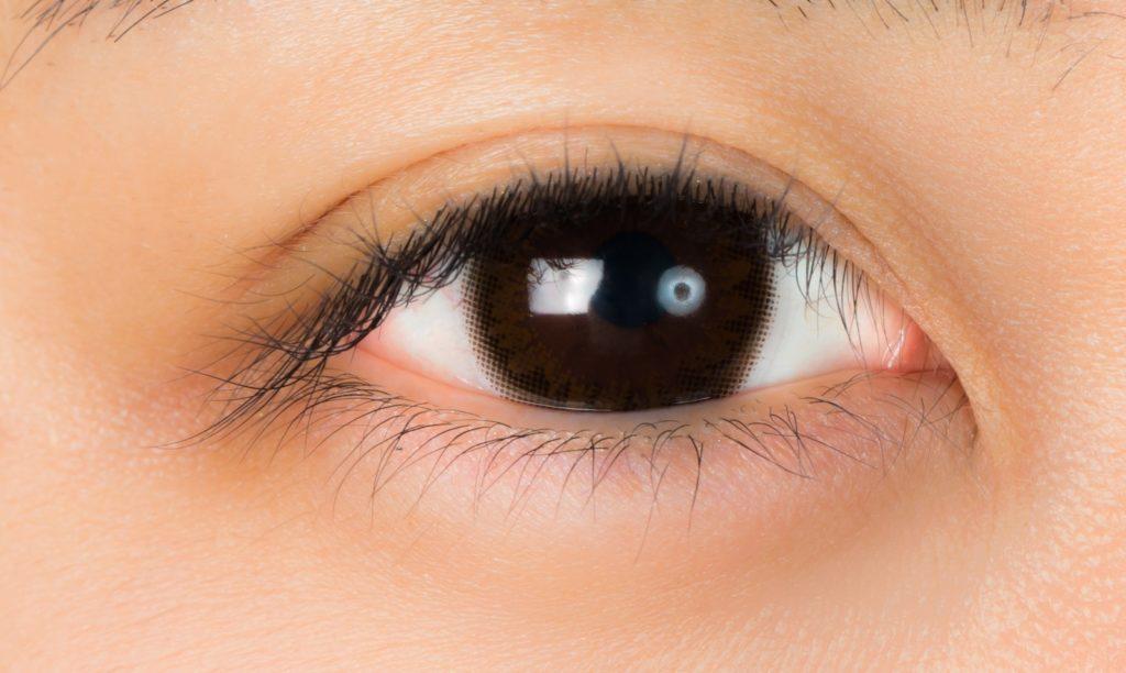 抗炎症ステロイド点眼剤の「フルオロメトロン」を点眼すると目ヤニがまつ毛にくっつくのに困る